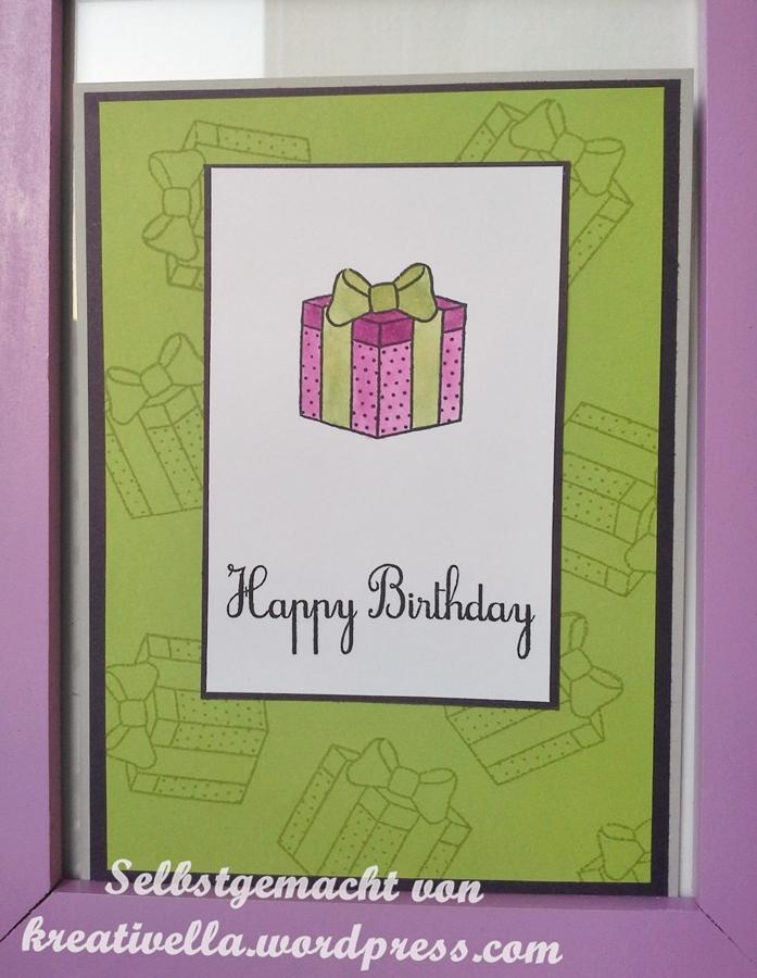 Geburtstagskarte Happy Birthday mit Geschenk in grün lila coloriert