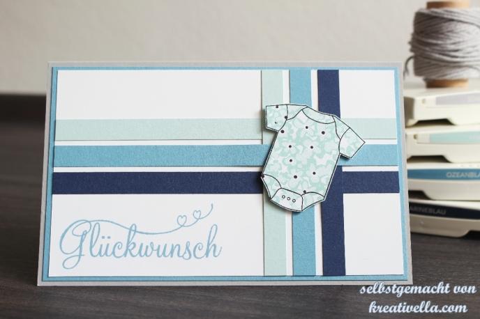 Babykarte in Blautönen mit Strampler und Webtechnik