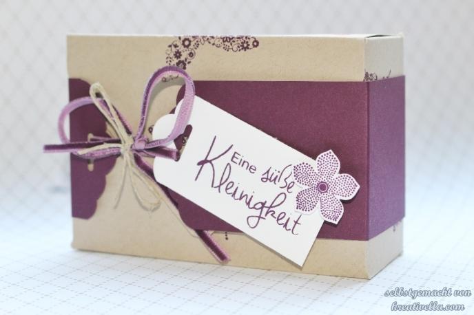 Schachtel Box in Saharasand und Brombeemousse mit dem Envelope Punch Board (EPB) gemacht