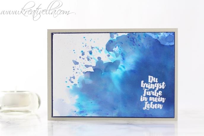 Karte Card Gastgeberinnenset Aus der Kreativkiste Du bringst Farbe in mein Leben Farbsplatter Farbexplosion Spritzer bunt wild Blau embossing gute Freunde Danke Kreativella